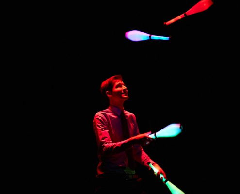 Juggling-Show-LightsinMotion