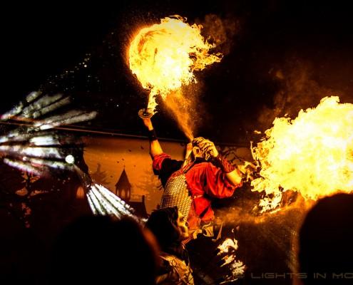 Vuushow met vuurspuwen tijdens Halloween Nights in Toverland 2015