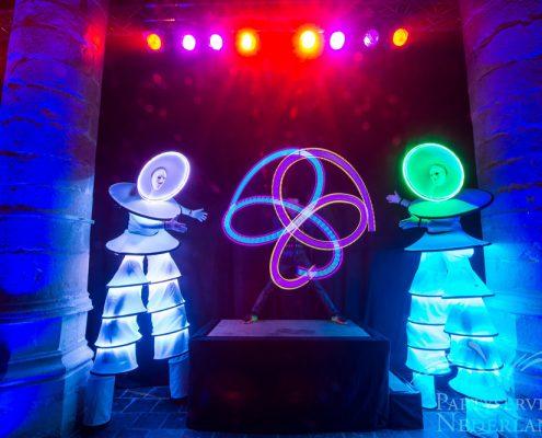LED show met LED Poi en steltenlopers