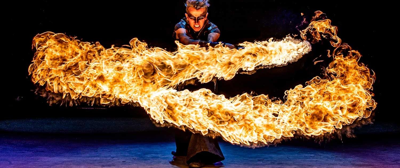Fireshow-LightsinMotion-The-Legend-18